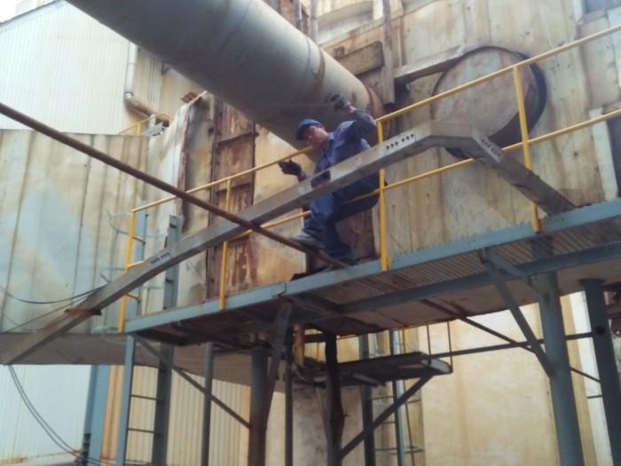 中玻四线喷粉设备管道安装